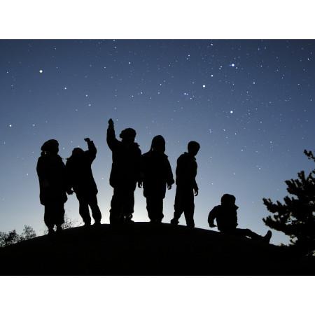silhouettes observateurs du ciel