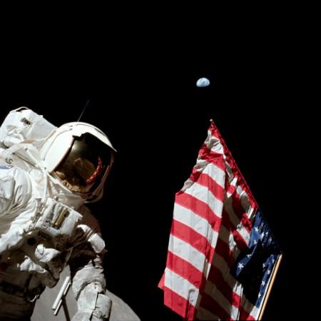 un des panneaux de l'exposition de l'AFA sur les missions apollo selfie lunaire