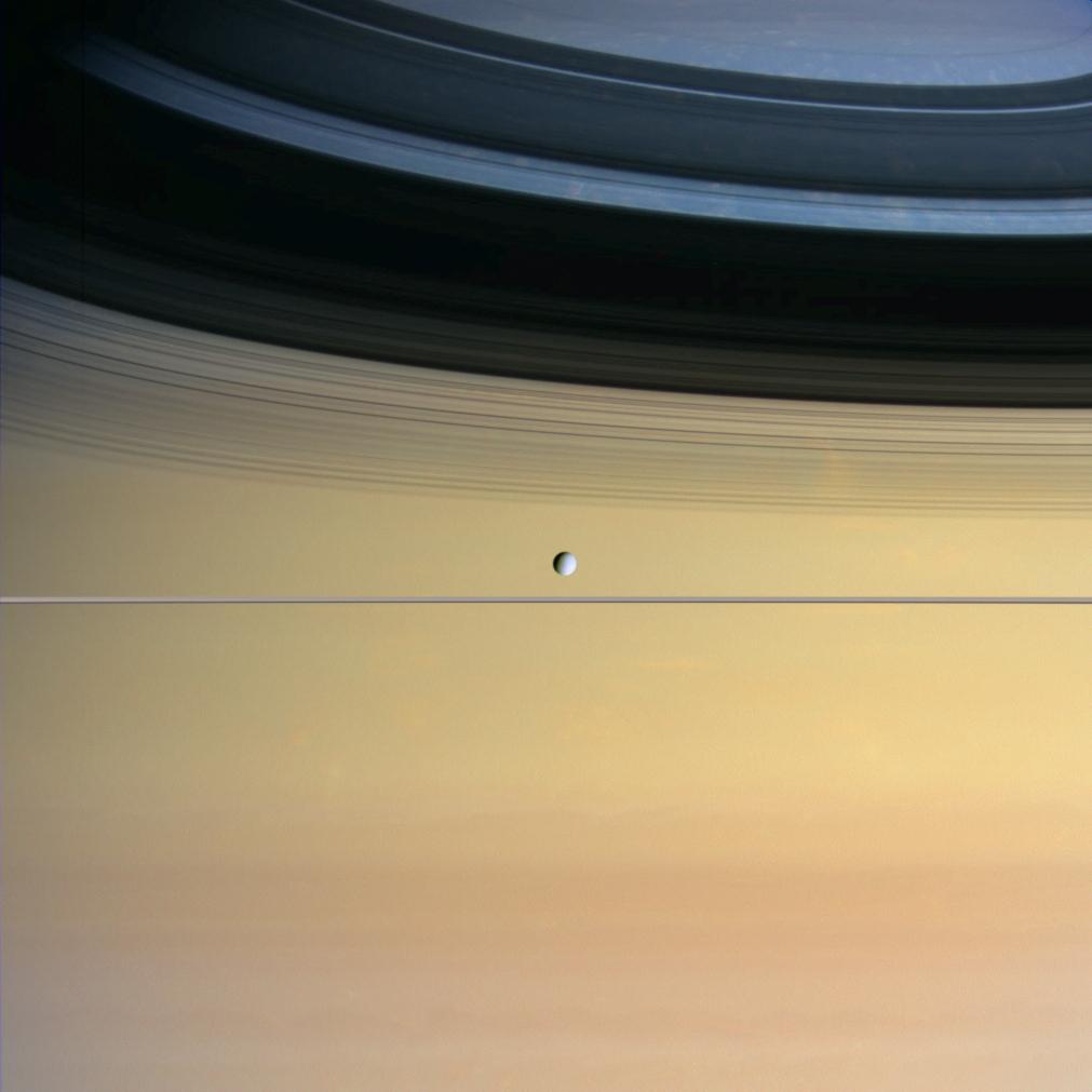 Dione devant saturne